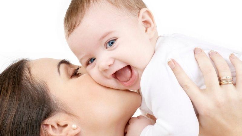Bé khoẻ mạnh là niềm vui của mẹ
