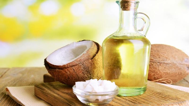 Dầu dừa là một loại nguyên liệu thiên nhiên chữa chàm sữa tốt