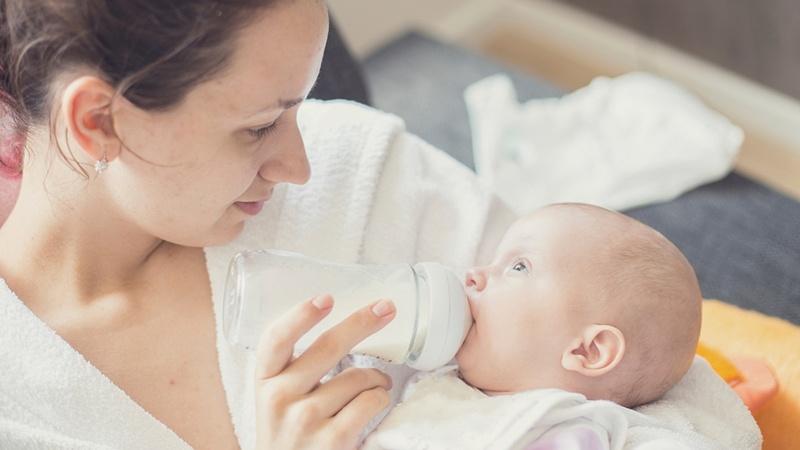Phải biết cách chăm sóc trẻ viêm da cơ địa để trẻ nhanh khỏi.