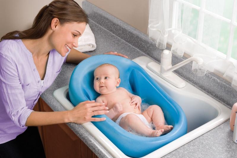 Những lưu ý khi tắm cho trẻ sơ sinh vào mùa hè