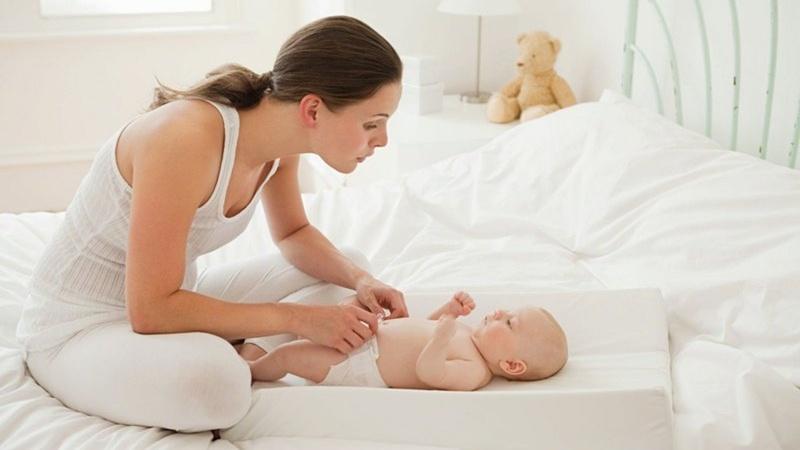 chăm sóc da cho trẻ sơ sinh tại nhà khi bé bị hăm tã