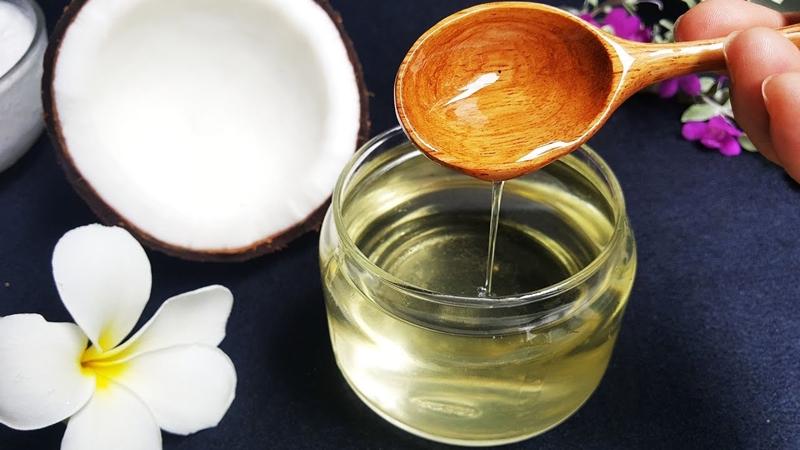 Mẹo dân gian từ thảo dược như dầu dừa có thể trị mẩn ngứa trên da