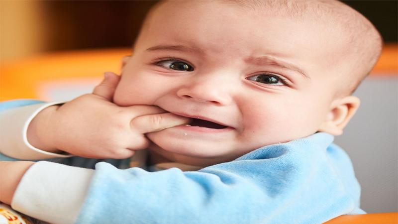 Trẻ sốt mọc răng biểu hiện như thế nào?