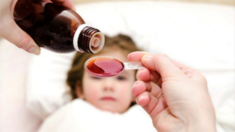 Trẻ sốt mọc răng uống thuốc gì?