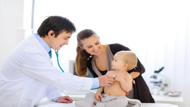 Trẻ sốt mọc răng cần làm gì?