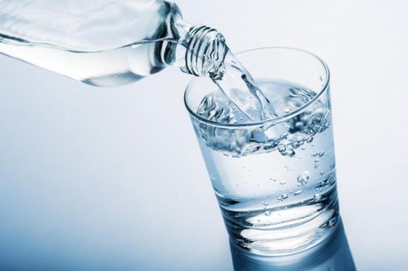 Uống nhiều nước chữa vàng da ở trẻ sơ sinh
