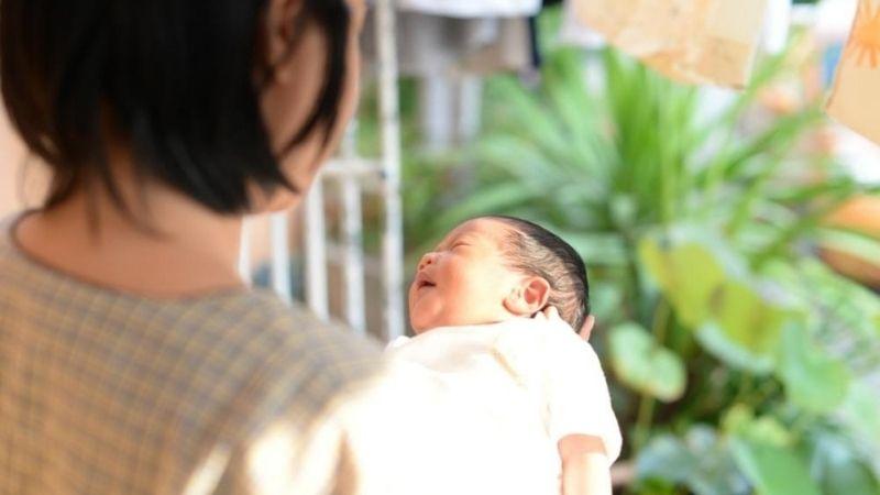 Thời gian tắm nắng cho trẻ sơ sinh vào mùa đông thực hiện thành từng đợt 15 ngày