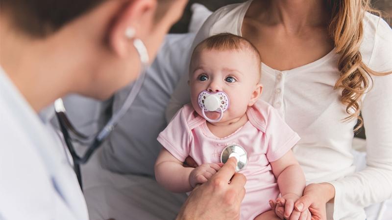 Dấu hiệu dị ứng sữa là phản ứng đột ngột sau uống sữa