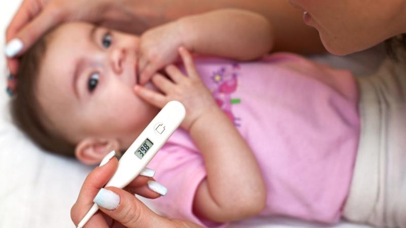Trẻ bị sốt phát ban phải làm sao? Lời khuyên từ chuyên gia cho trẻ mau khỏi