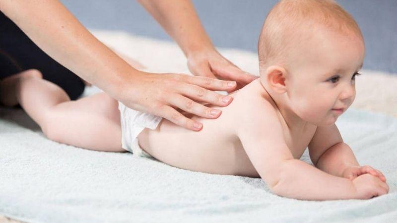 Massage cho em bé của bạn