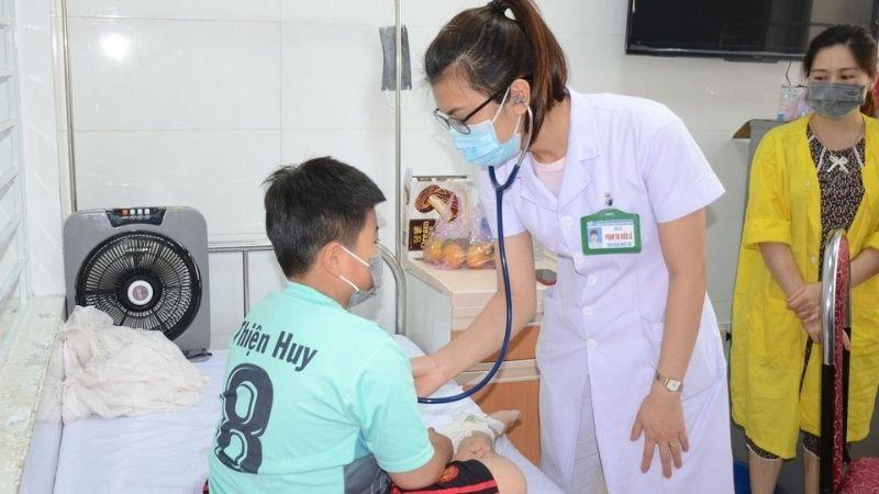 Lưu ý tắm gội khi trẻ bị sốt xuất huyết