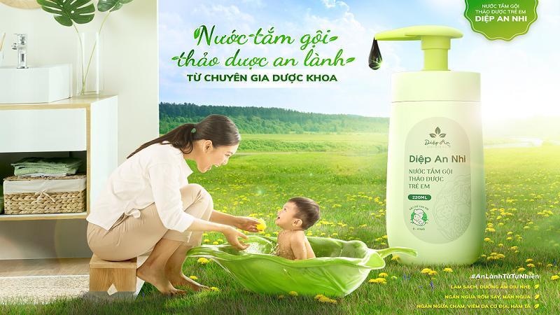 Diệp An Nhi là sản phẩm nước tắm thảo dược được nghiên cứu và sản xuất bởi Công ty CP Dược Khoa