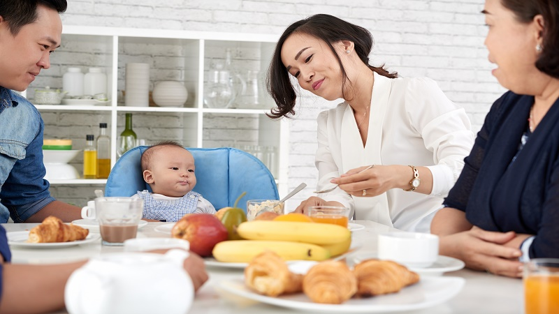 Trẻ sơ sinh bị tiêu chảy mẹ nên ăn gì?